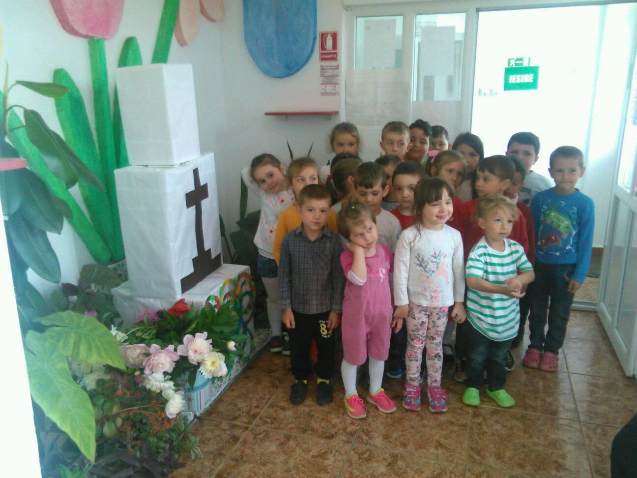 """Respect pentru """"Eroii Neamului""""-Copiii grupei mari si mijlocii corp ,,C"""" GPP NR 1 TG.FRUMOS"""